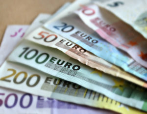 bank-note-euro-bills-paper-money EUR/USD technical analysis
